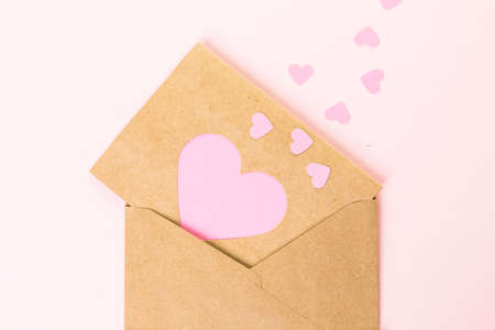 papeles reciclados: Hand crafted Valentines Day card from recycled paper.