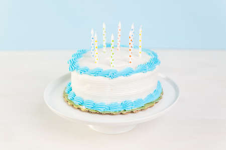 torta candeline: Simple white Birthday cake with cake candles.