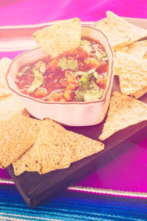 tortilla de maiz: Fresh salsa in white bowl with white corn tortilla chips.