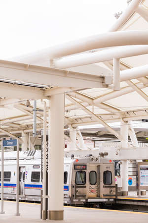 Denver, Colorado, USA-May 15, 2016. Light rail train to Denver International Airport at the Union Staion. 新聞圖片