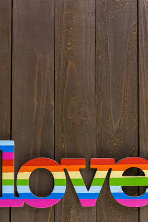 homosexuales: Rainbow Gay Pride love sign on wood background.