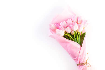 Bouquet of pink tulips wrappen in pink paper. Imagens - 73425710