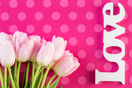 Bouquet of pink tulips on a pink background. Imagens - 73424670