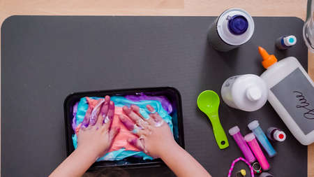 Step by step. Flat lay. Kids project with colorful fluffy slime. Stockfoto