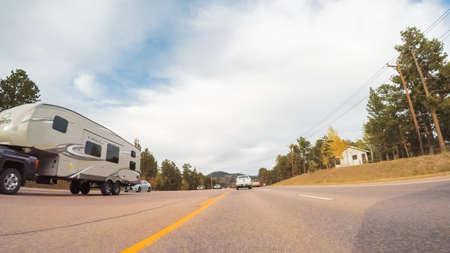 Colorado Springs, Colorado, USA-6 octobre 2018 - Conduite sur la route de montagne 24 à Colorado Springs en automne.