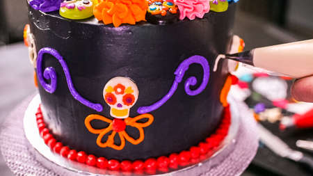 Step by step. Baker decorating multilayer chocolate cake with colorful italian buttercream frosting. Banco de Imagens