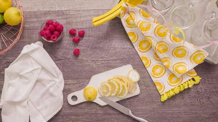 Step by step. Preparing raspberry lemonade with fresh lemons and raspberries in drinking mason jars. Banco de Imagens