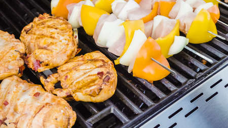 Chicken Gasgrill : Grilled chicken on gas grill stock photo image of ingredient