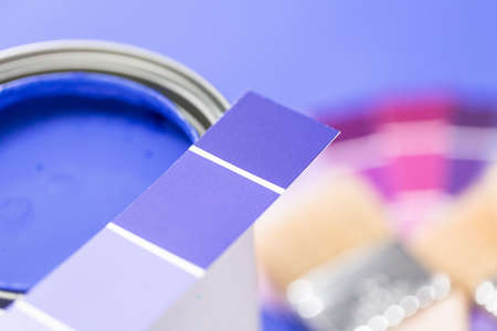 Close up of metal paint can with purple paint and paint swatch. Reklamní fotografie