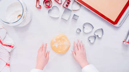 Flat lay. Step by step. Rolling sugar cookie dough with metal rolling pin. Stockfoto