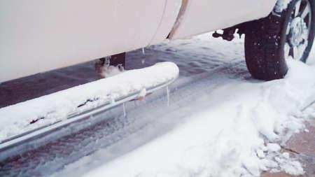 Passenger car in deep snow on small street. Stockfoto