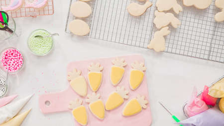 Step by step. Flat lay. Decorating Easter sugar cookies with rotal icing. 版權商用圖片