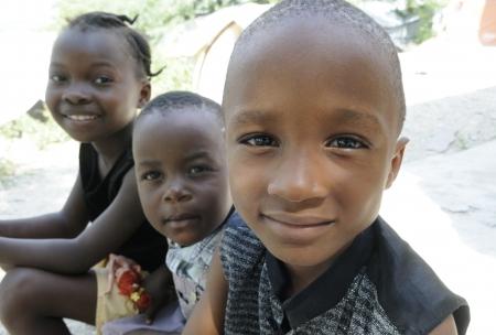 ポルトープランス-9 月 2 日: 笑みを浮かべてハイチ正体不明の子供 2010 年 9 月 2 日にポルトープランス, ハイチの収集中に。