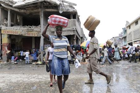 ポルトープランス-8 月 21 日: ポルトープランス、ハイチで 2010 年 8 月 21 日に鉄市場のにぎやかな通り。 報道画像
