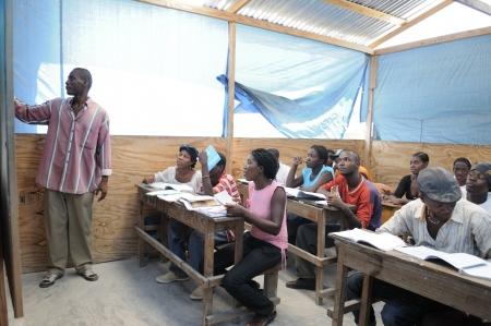 引用ソレイユ-8 月 25 日: 2010 年 8 月 25 日引用ソレイユ、ハイチでの地域社会学校引用ソレイユ-1 つの西半球で最も貧しい地域の先生を聞いての学生
