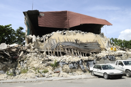 PORT-AU-PRINCE - AUGUST 26: Back side of the collapsed Presidential Building which remains the way it was 7 months before, in Port-Au-Prince, Haiti on August 26, 2010. Redakční
