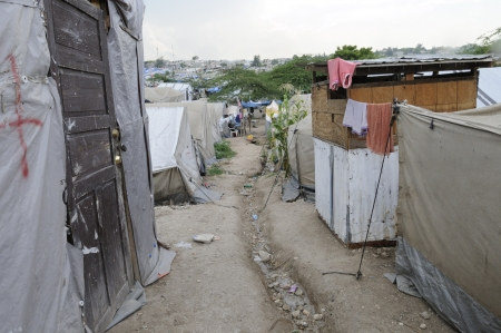PORT-AU-PRINCE - AUGUST 28: Empty walkway in, one of the Tent City. Due to unbearable heat residents go out to some cool places during the day time, on August 28, 2010 in Port-Au-Prince, Haiti Stock Photo - 15240164