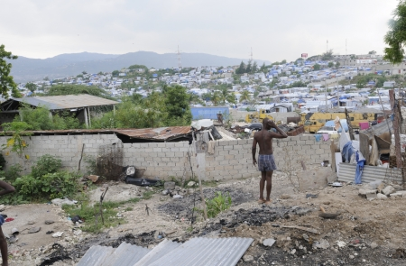 PORT-AU-PRINCE - AUGUST 28: A puzzled man thinking about his Tent ,that was destroyed due to fire, on August 28, 2010 in Port-Au-Prince, Haiti Stock Photo - 15240252