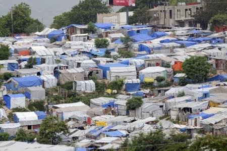 ポルトープランス-8 月 28 日: ハイチの首都の領域の巨大な量で占められているテント 2010 年 8 月 28 日にポルトープランス、ハイチで