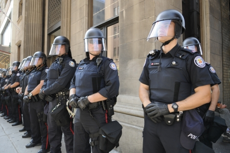 TORONTO-JUNE 25: Toronto Police officers in riot gear line up during the G20 Protest on June 25, 2010 in Toronto, Canada. Editöryel