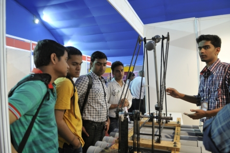 pendulum: KOLKATA- FEBRUARY 20: Visitors ask the maker of the Pendulum questions during the Information and Communication Technology conference and exhibition on February 20, 2011 in Kolkata, India. Editorial