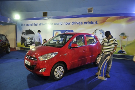 KOLKATA- FEBRUARY 20: A visitor looks into the specifications of a Hyundai car, during the Information and Communication Technology conference and exhibition in Kolkata, India on February 20,2011. Redakční
