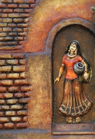 コルカタ - 2 月 23 日: 農村の女性に、木製の背景中に手工芸品フェアでコルカタの 2011 年 2 月 23 日でコルカタ、インドにアジアでその種の最大の彫