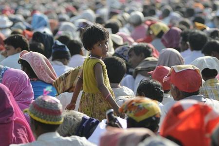 西ベンガル州でカメラに向かっているコルカタ 2 月 13:A 子-2007 年 2 月インド、コルカタの政治集会の間に 13,2011。