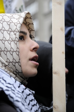 palestinian: TORONTO - JANUARY 10: An unidentified Arab teen listening to the speakers during a rally to condemn the Israel occupation on Gaza on January 10 2009 in Toronto, Canada. Editorial