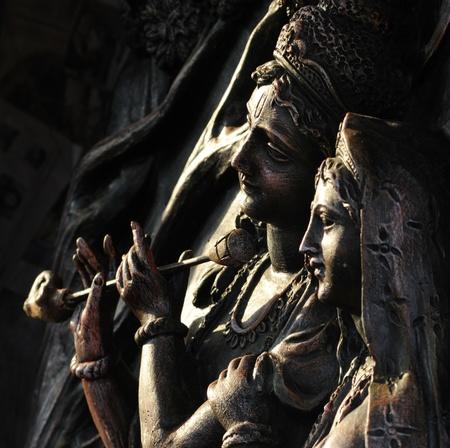 石に刻まれたヒンズー教神ラダとクリシュナ