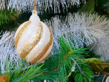 Decorated Christmas tree with ball, Holiday background, Happy New Year and Xmas Banco de Imagens