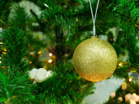 Decorated Christmas tree with golden ball, Holiday background, Happy New Year and Xmas Banco de Imagens