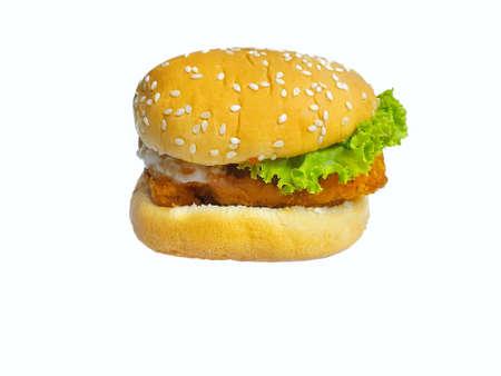 Hamburger mit Brathähnchen auf weißem Hintergrund, Nahaufnahme Close