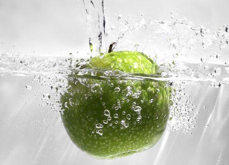 Owoce w wodzie Zdjęcie Seryjne - 427027