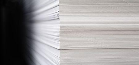 Paper in ream finished to printing. Zdjęcie Seryjne - 686542
