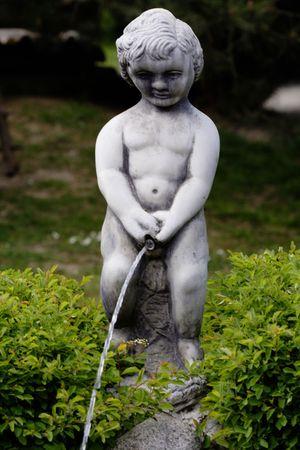 Pissing małe rzeźby anioła - fontanna Zdjęcie Seryjne
