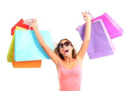 excitación: Mujer muy emocionada de compras. Imagen dinámica de joven en compras con una gran cantidad de bolsas. Aislado sobre fondo blanco.