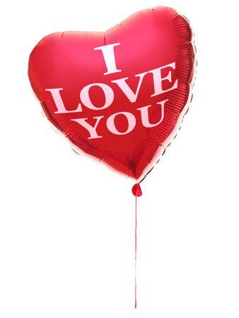 Hart ballon voor Valentijnsdag met tekst: Ik hou van je. Rood hart geïsoleerd op een witte achtergrond.