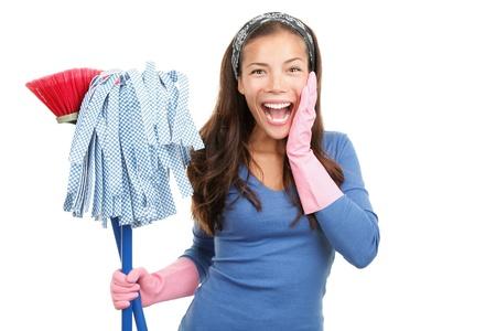 mujer limpiando: Mujer de limpieza de casa, feliz y sorprendida. Aislado sobre fondo blanco.