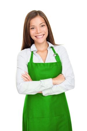 jasschort: Kleine winkel eigenaar, ondernemer of verkoopster staan blij en trots dragen van schort. Jonge vrouw geà ¯ soleerd op witte achtergrond.
