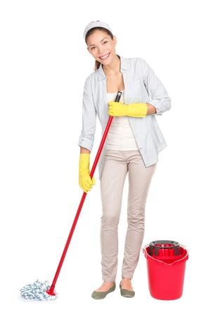 mujer limpiando: Limpieza de piso de la mujer de lavar con trapo y un balde en la limpieza de primavera. Foto de archivo