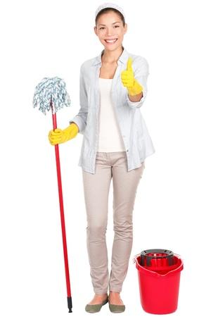 pulizia pavimenti: Donna delle pulizie, felice e sorridente dando thumbs up segno di successo dopo il lavaggio pavimento con mop. Archivio Fotografico
