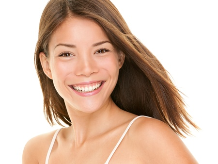 Natürliches Lächeln. Frau lächelt glücklich - Porträt von freudigen Inhalte Mädchen mit großen Lächeln Standard-Bild
