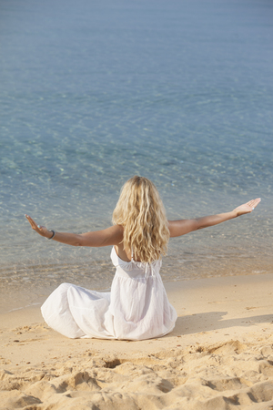 woman practicing yoga on the beach 스톡 콘텐츠