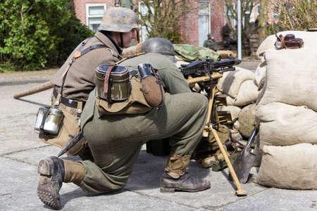 wehrmacht: German machine gun crew