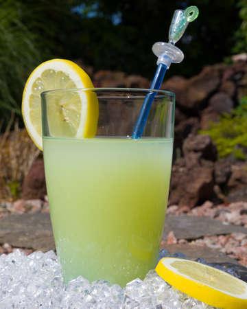 A glass with a fresh lemonade summer drink Standard-Bild