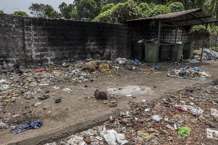 Culture shock India, Garbage and poverty in Margao, Goa, India. Foto de archivo