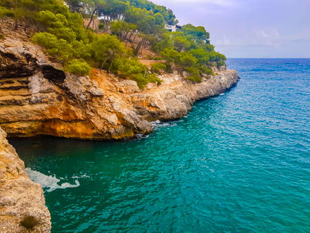 Panorama cliffs and landscape of the bay of Cala Santanyí in Mallorca, Spain. Banque d'images