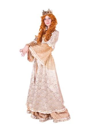 vestidos de epoca: Chica vestido de princesa con una corona. Fondo blanco.