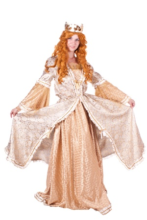 vestidos de epoca: Ni�a vestidos de princesa con una corona. Fondo blanco.
